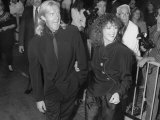 "Actors Alexander Godunov and Bonnie Bedelia at Film Premiere of Her ""Die Hard 2"" Reproduction photographique sur papier de qualité par Kevin Winter"