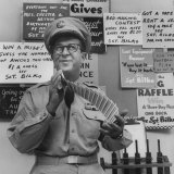 Comedian Phil Silvers Shuffling Cards on His Television Show Premium fototryk af Yale Joel