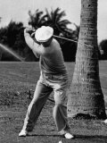 Golfer Ben Hogan, Demonstrating His Golf Drive Reproduction photographique sur papier de qualité par J. R. Eyerman