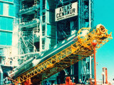 Ac-69 Atlas Centaur Rocket Being Raised into Pad before Being Launched to Release Crres into Orbit Fotografie-Druck