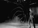 Actor Guy Williams Practicing Using a Whip for His Role as Zorro Kunst på metal af Allan Grant