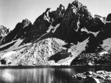 """""""Kearsarge Pinnacles,"""" Partially Snow-Covered Rocky Formations Along the Edge of the River Reproduction sur métal par Ansel Adams"""