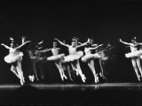 "Dancers in the NYC Ballet Production of ""Symphony in C"" at the New York State Theater Premium-Fotodruck von Gjon Mili"