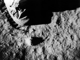 Astronaut Buzz Aldrin's Footprint Being Made in Lunar Soil During Apollo 11 Lunar Mission Fotografiskt tryck på högkvalitetspapper