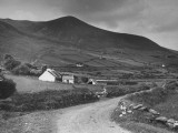 A View Showing a Hillside on Dingle Peninsula, Kerry County, Ireland Premium-Fotodruck von William Vandivert