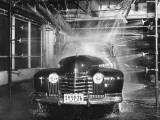 A Car Rolling Through the Car Wash Impressão fotográfica