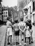 Former Newspaper Cartoonist Robert Bizinsky, Painting While Children Observe Premium Photographic Print