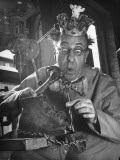 Comedian Ed Wynn Clowning as the King Bubbles Trying to Fix a Shoe Premium Photographic Print