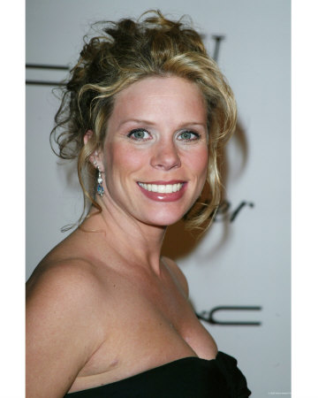 http://cache2.allpostersimages.com/p/LRG/10/1063/I4NL000Z/posters/cheryl-hines.jpg