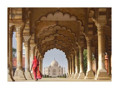 Woman in traditional Sari walking towards Taj Mahal Giclee Print by  Pangea Images