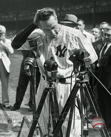 Lou Gehrig 4 at his retirement ceremony on July 4, 1939. Photo