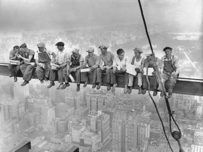 New Yorker Arbeiter beim Frühstück auf einem Stahlträger Fotografie-Druck