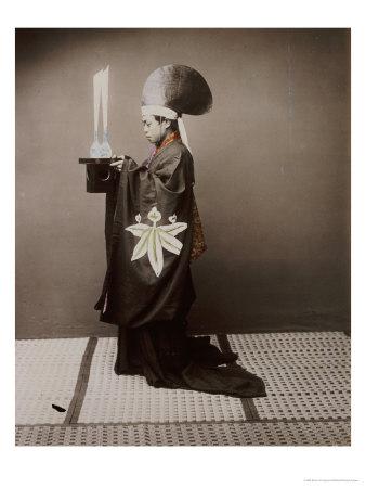 A Shinto Priest Offering Sake to the Kami, 1880 Giclée-Druck von Baron Von Raimund Stillfried
