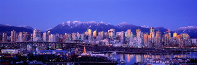 Twilight, Vancouver Skyline, British Columbia, Canada Fotografisk tryk af Panoramic Images,