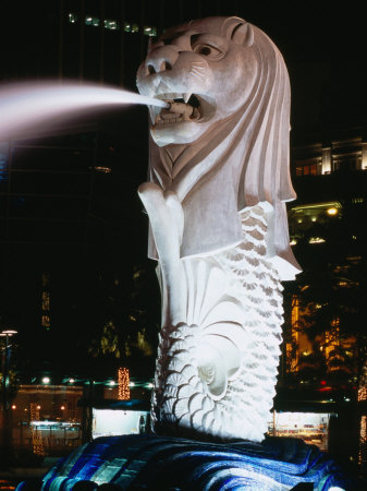 Merlion Fountain at Night, Singapore Photographic Print by Holger Leue