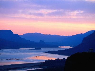 Sunrise Over Columbia River Gorge and Vista House Monument, Columbia River Gorge, USA Lámina fotográfica por Ryan Fox