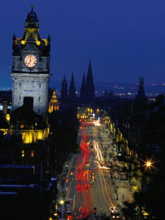 Princes Street at Night, Edinburgh, Scotland Fotografisk tryk af Paul Kennedy