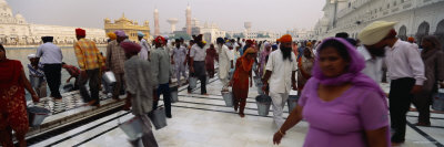 Group of People in a Temple, Golden Temple, Amritsar, Punjab, India Photographie