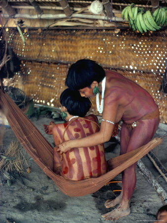 Yanomami Girls Applying Body Make-Up, Brazil, South America Lámina fotográfica
