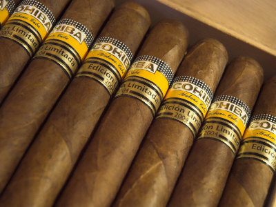 Close-Up of Limited Edition Cigars in a Box, Cohiba, Havana, Cuba, West Indies, Central America Fotografisk tryk