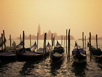 Gondolas and the Church of San Giorgio Maggiore, Venice, Veneto, Italy Fotografisk tryk