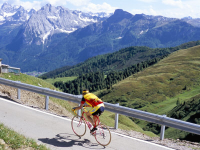 Cyclist Riding Over Sella Pass, 2244M, Dolomites, Alto Adige, Italy Photographie