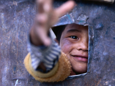 Boy Reaching through Hole in Gate, Alchi, Jammu and Kashmir, India Photographie