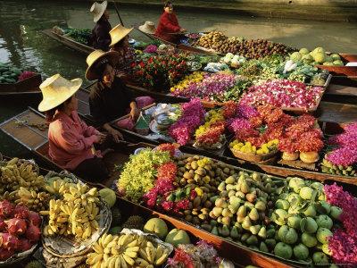 Damnoen Saduak Floating Market, Bangkok, Thailand Photographic Print by Gavin Hellier