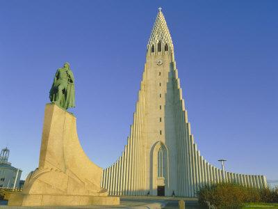 Statue of Liefur Eiriksson and the Hallgrimskikja Church, Reykjavik, Iceland, Polar Regions Photographic Print by Simon Harris