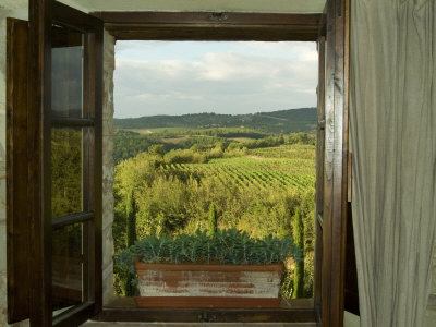 Window Looking Out Across Vineyards of the Chianti Region, Tuscany, Italy Fotografisk tryk