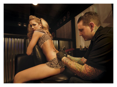 Tattoos  Girls on Tattoo Pin Up Girl Gicl  E Druck Von David Perry Bei Allposters De