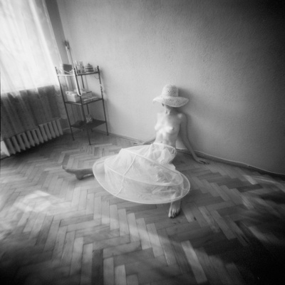 Pinhole Camera Shot of Sitting Topless Woman in Hoop Skirt Valokuvavedos