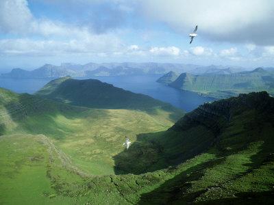 Vue de Slaettaratindur, Îles Féroé, Meilleures Destinations de Voyage, Vers l'Islande, poster photo par Richard Packwood