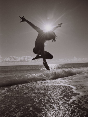 Silhouette of Dancer Jumping Over Atlantic Ocean Fotografie-Druck