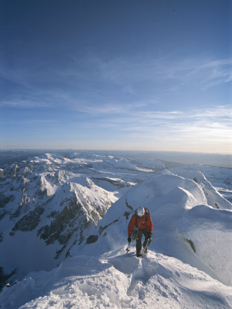 A Man Summits a Mountain in Grand Teton National Park, Wyoming Fotoprint av Jimmy Chin