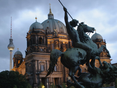A Twilight View of the Berlin Cathedral, Berlin Landmarks at Night Fotografisk tryk