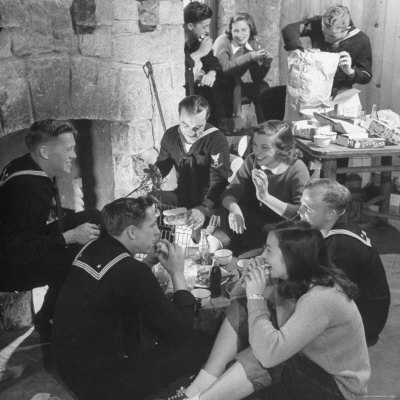 Boys from Navy Air Force Picnicking with College Girls Photographic Print by Nina Leen