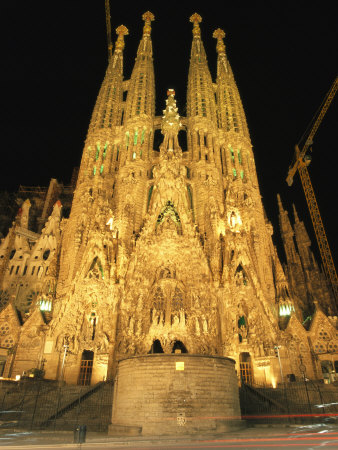 Night View of Antoni Gaudis La Sagrada Familia Temple Lámina fotográfica