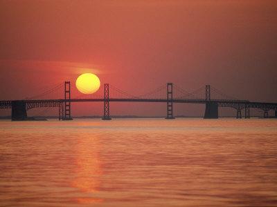 View from the Water of the Chesapeake Bay Bridge and the Setting Sun Fotoprint av Kenneth Garrett