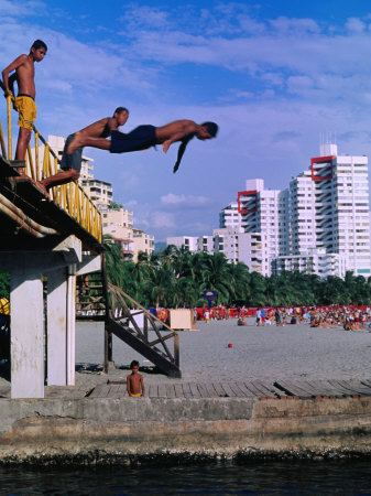 Boys Jumping from Bridge in El Rodadero, Seaside Suburb of Santa Marta, Colombia Fotografie-Druck