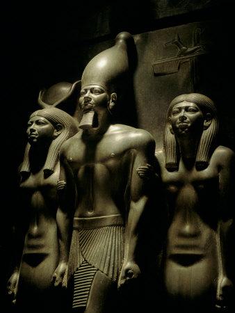 Pharaoh Menkaure with Two Goddesses, Egyptian Museum, Cairo, Egypt Fotoprint av Kenneth Garrett