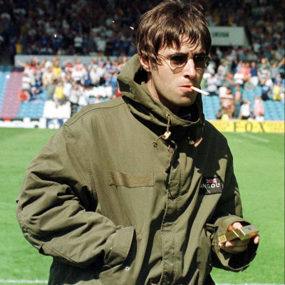 http://cache2.allpostersimages.com/p/LRG/27/2740/MGPND00Z/posters/liam-gallagher-at-manchester-city-v-portsmouth-match-maine-road-football-ground-august-1997.jpg
