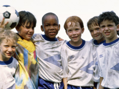Portrait of a Soccer Team Standing Together Lámina fotográfica