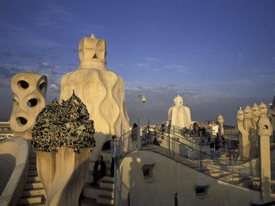 Tourism adventure casa mila for Barcelona jardin gaudi
