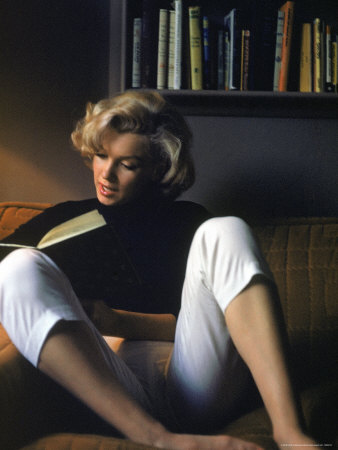 http://cache2.allpostersimages.com/p/LRG/27/2758/QB4TD00Z/affiches/eisenstaedt-alfred-marilyn-monroe-reading-at-home.jpg