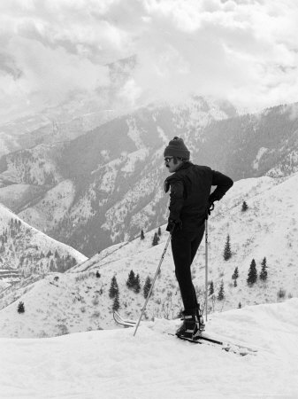 Actor Robert Redford Skiing Premium Photographic Print by John Dominis