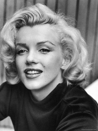 Actress Marilyn Monroe at Home Metalldrucke von Alfred Eisenstaedt