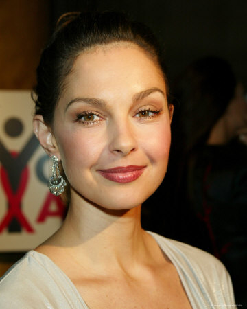 http://cache2.allpostersimages.com/p/LRG/27/2773/YSWTD00Z/posters/ashley-judd.jpg