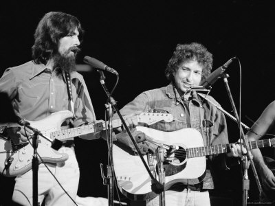George Harrison and Bob Dylan during the Concert for Bangladesh at Madison Square Garden Premium Photographic Print by Bill Ray