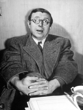 attraction et HQI? Scherman-david-philosopher-writer-jean-paul-sartre-making-a-difficult-point-with-his-eyes-going-in-two-directions